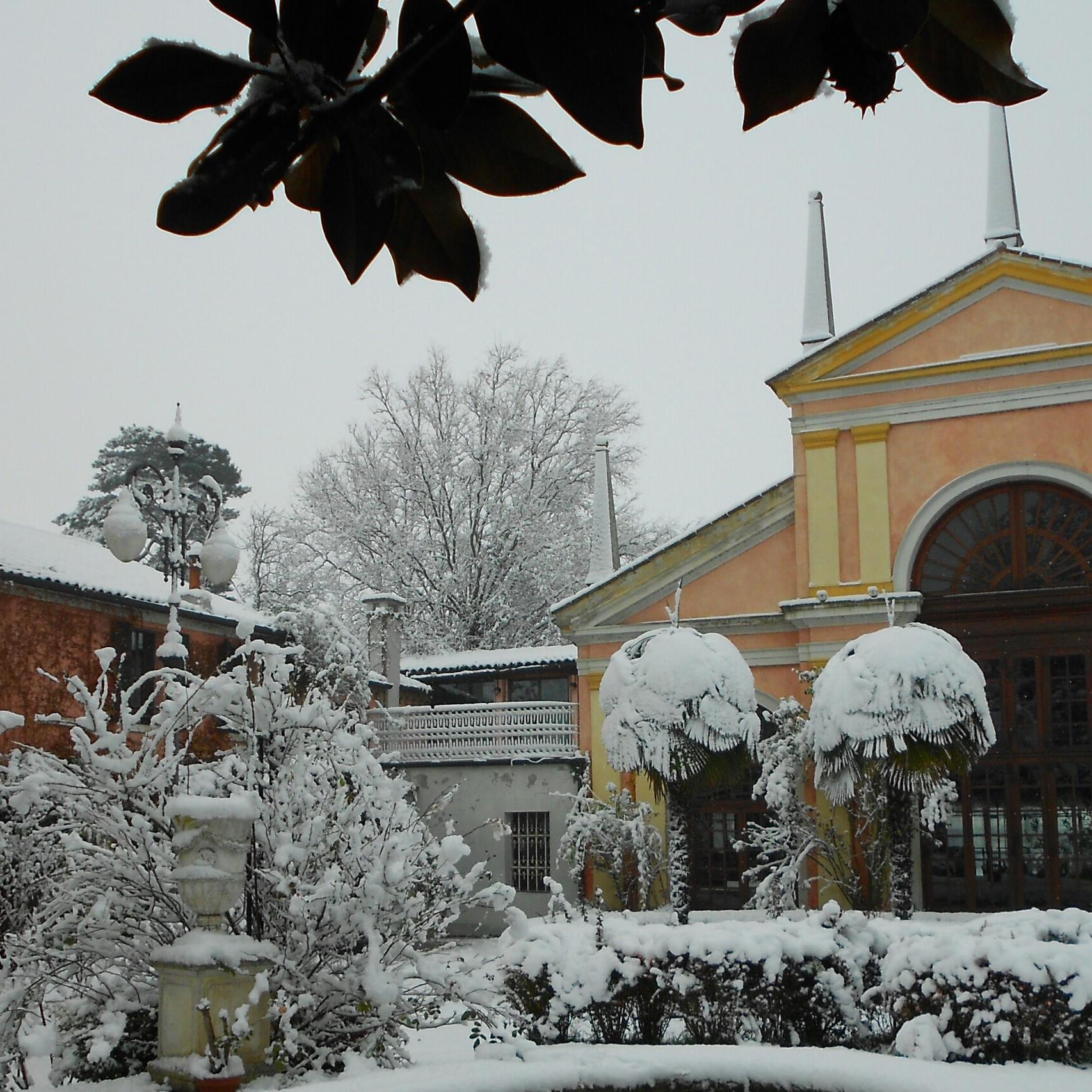 Guarda matrimonio location White Villa Selmi